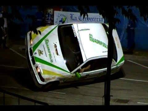 Acrobazia di uno stuntman in auto su 2 ruote - Foto di uno shamrock ...