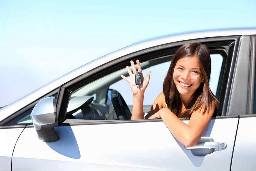 Noleggoio auto lungo termine con ragazza