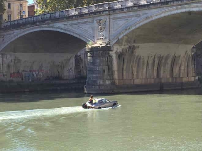 maserati-tevere-roma-fiume-anfibio