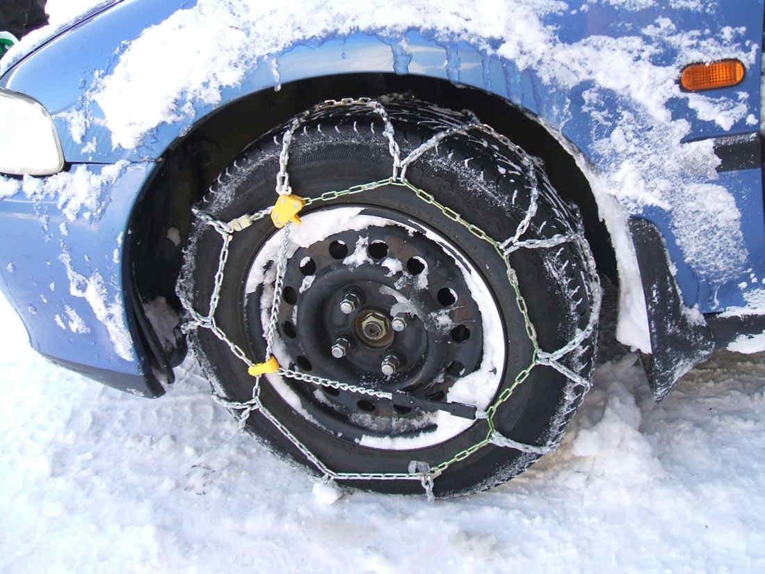 catene da neve (snow-chain): le catene da neve possono sostituire i pneumatici invernali: si possono utilizzare e si è in regola con la legge.