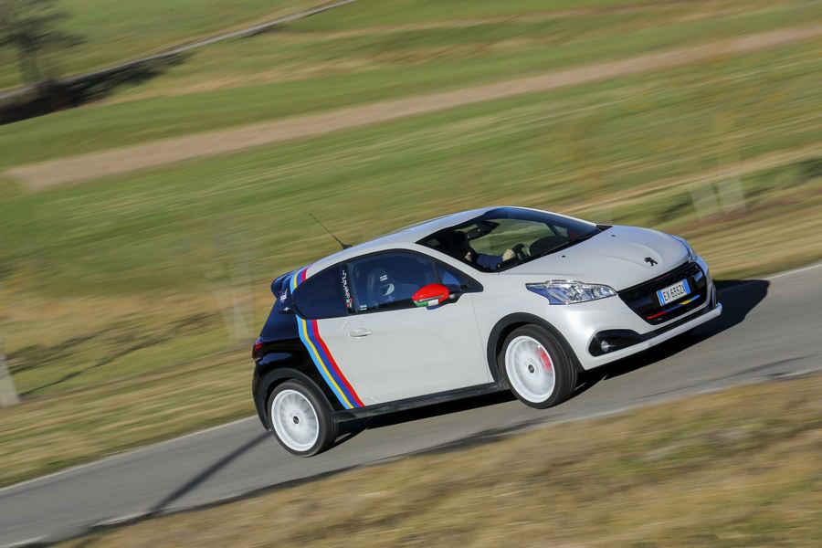Photo of Peugeot 208 GTi Nove la prova in pista