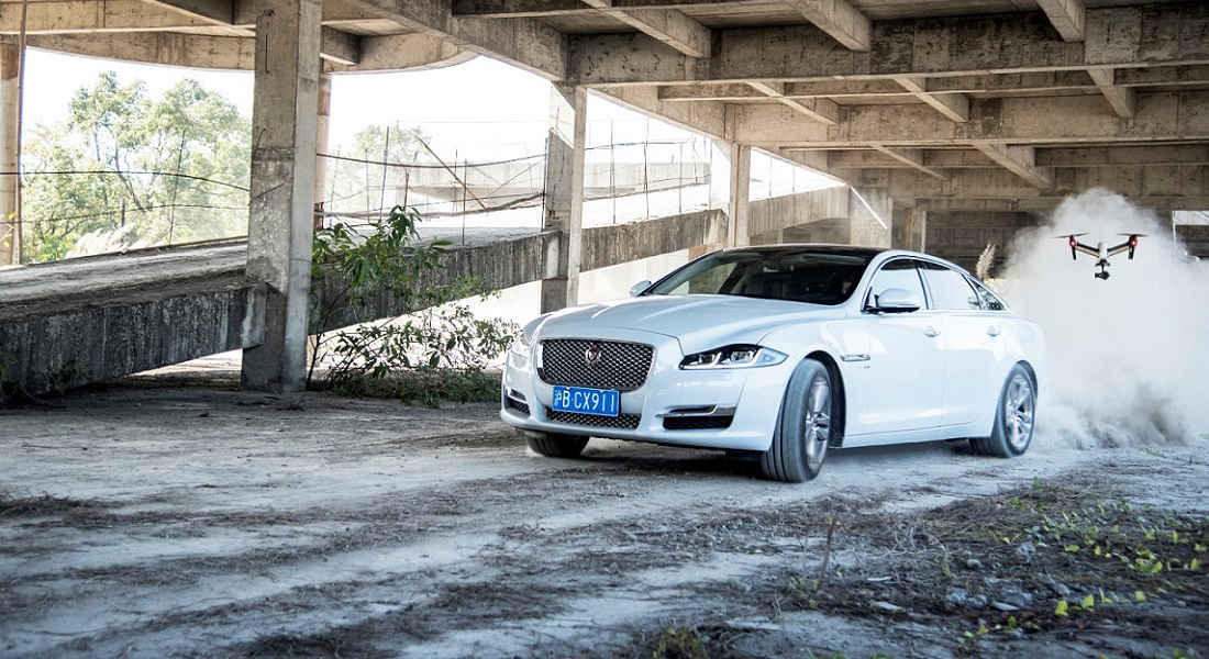 Photo of Jaguar Xj Sfida al Drone