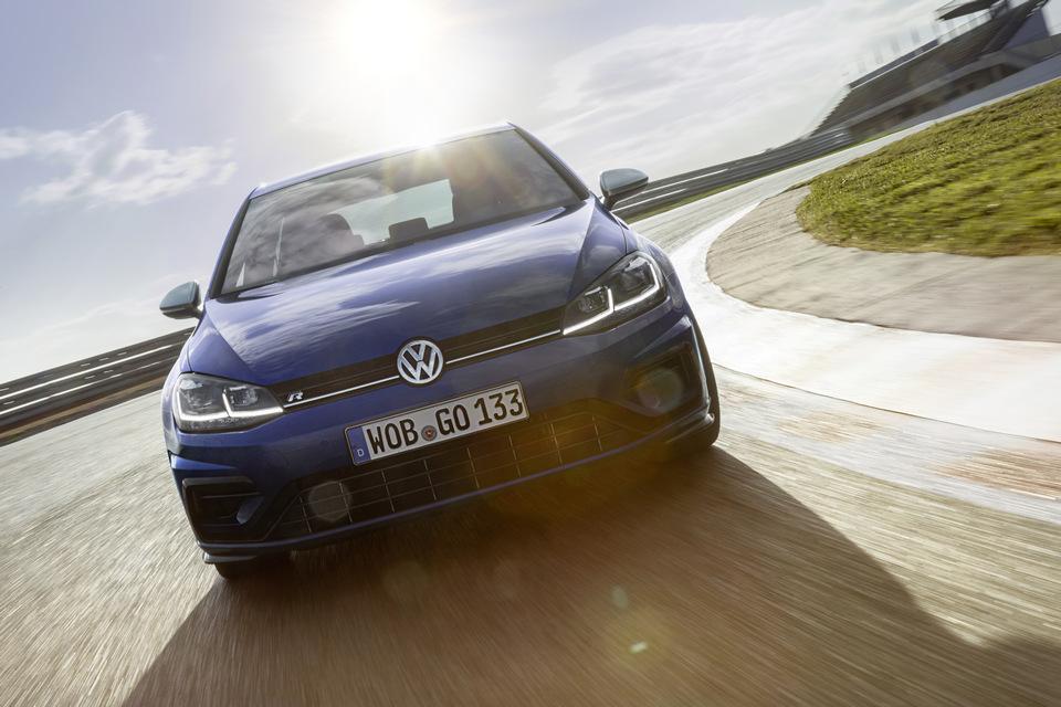 Volkswagen_Golf_R_2017_prime_immagini_19