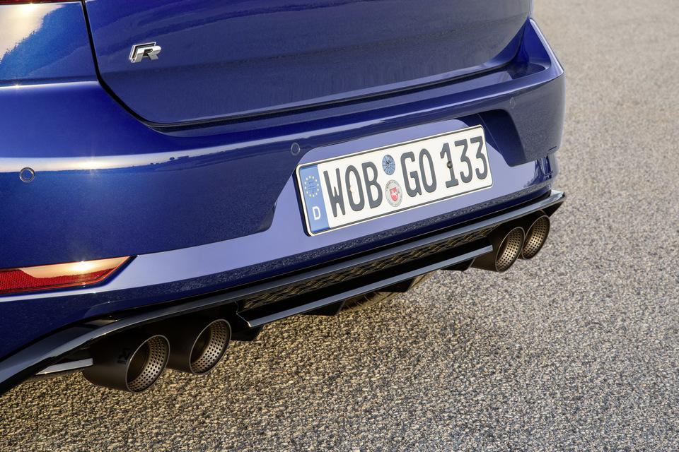 Volkswagen_Golf_R_2017_prime_immagini_61