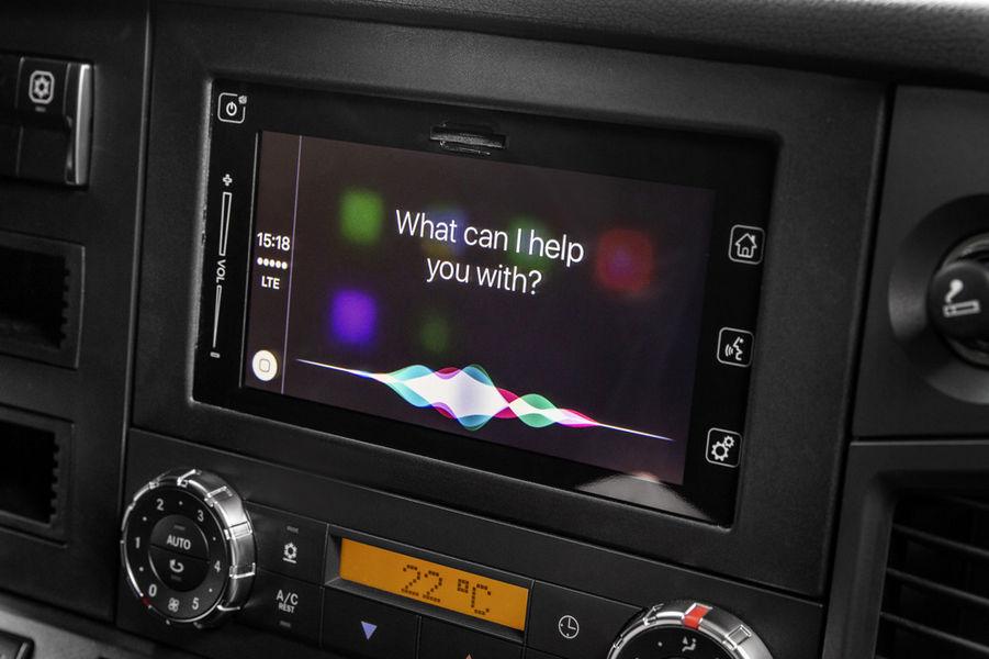 mercedes-benz-truck-apple-carplay-3