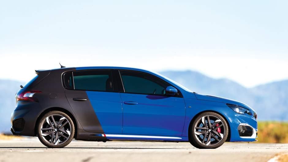 Peugeot_308R_Hybrid_esterno_02