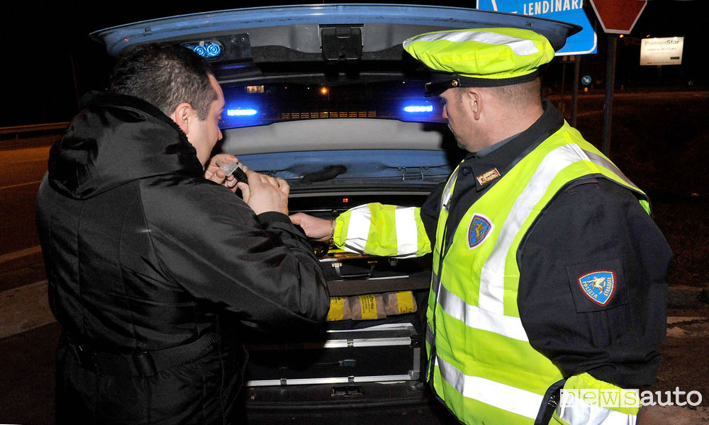 Alcol test, Tasso alcolemico Test etilometro Polizia stradale