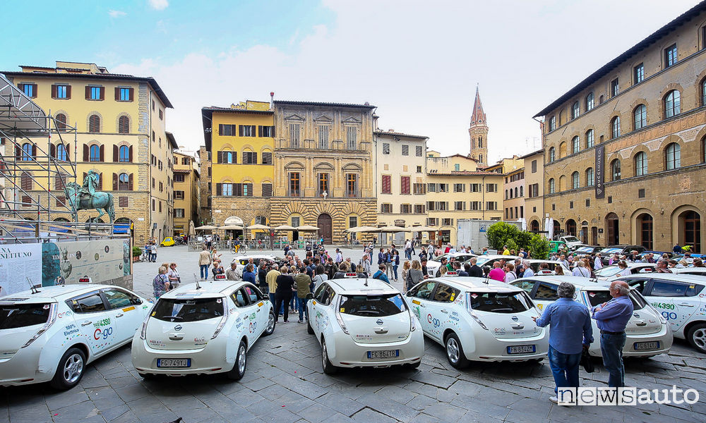 Photo of Foto Nissan Leaf taxi a Firenze