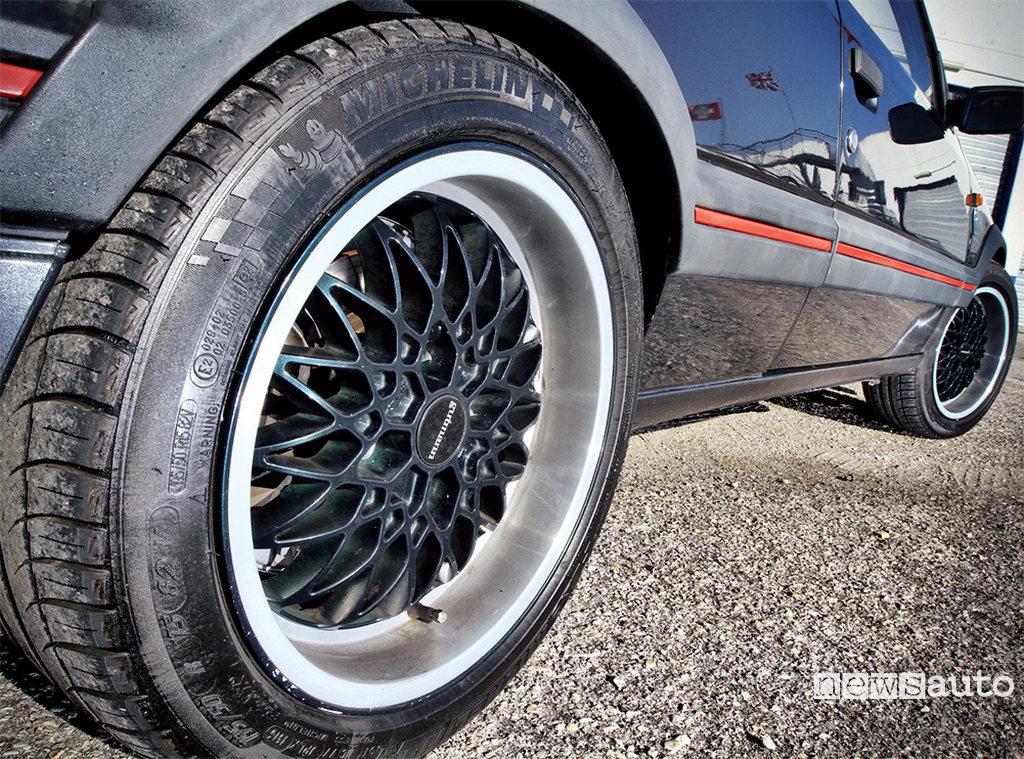Peugeot 205 GTi Gutmann con cerchi speciali