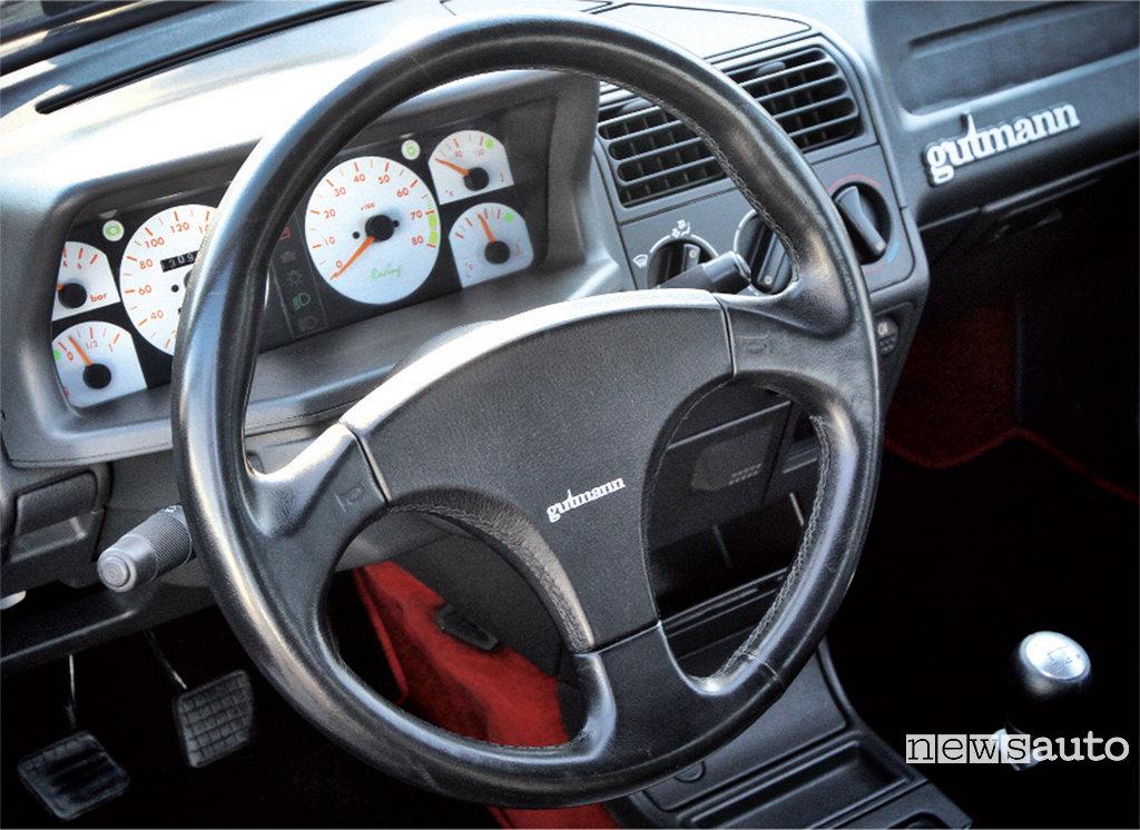 Peugeot 205 GTi Gutmann interni