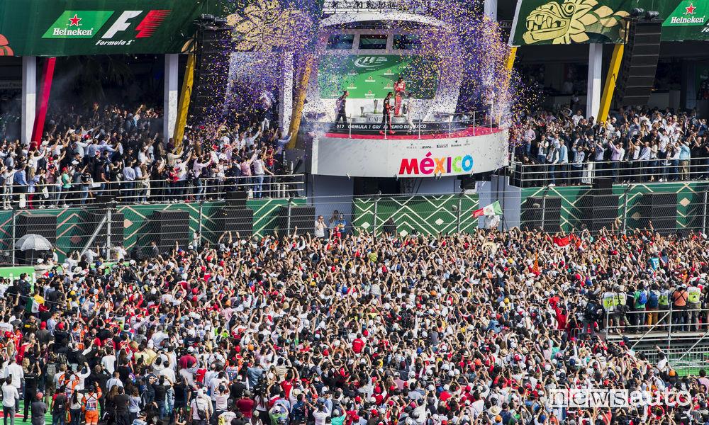 Il podio ed pubblico nel F1 Messico 2017 dove Hamilton è Campione del Mondo di Formula 1!