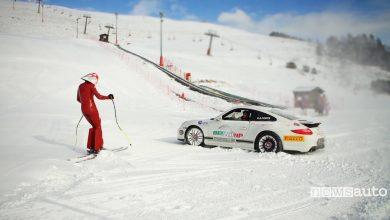 Photo of Porsche 911 sulla neve sfida sciatore da record