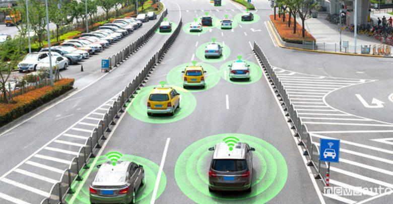 Comunicazione tra veicoli connessi tecnologia C-V2X