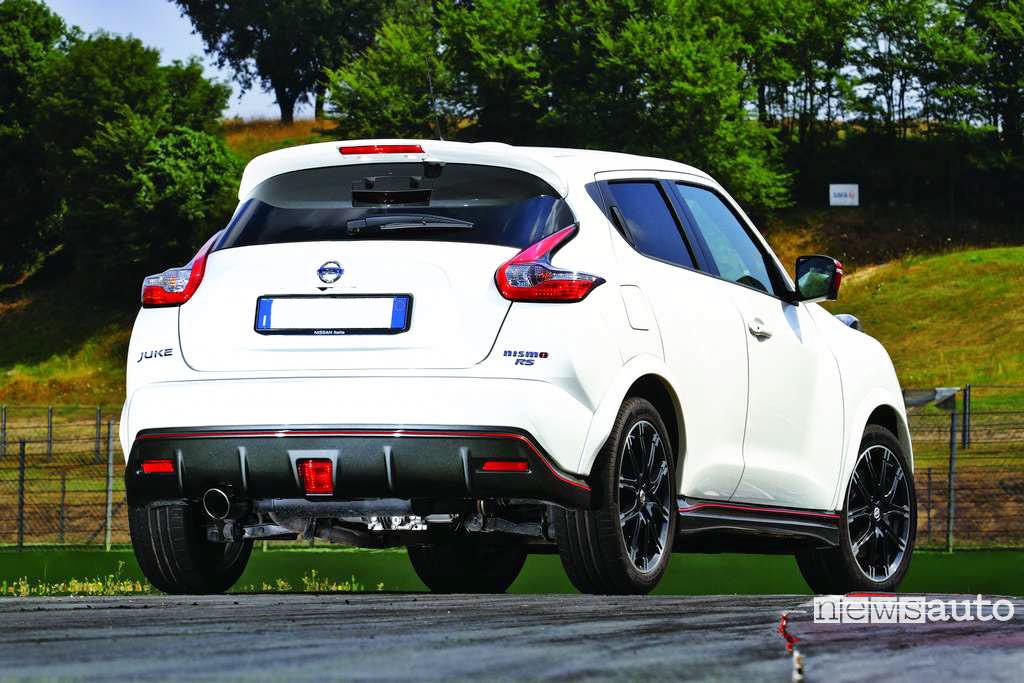 Nissan Juke Nismo RS vista posteriore