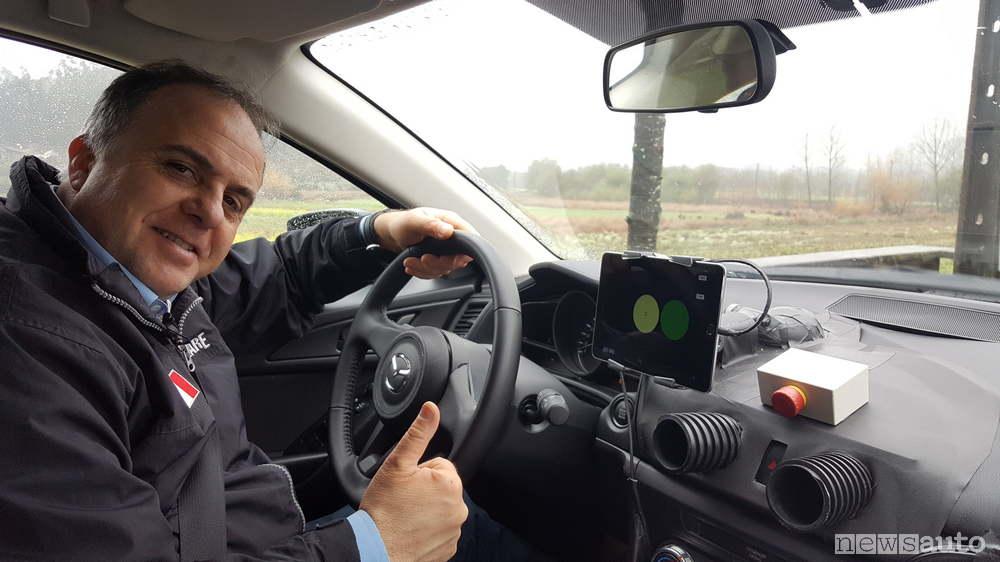 Mazda 3 con Skyactiv-X-test Mancini abitacolo