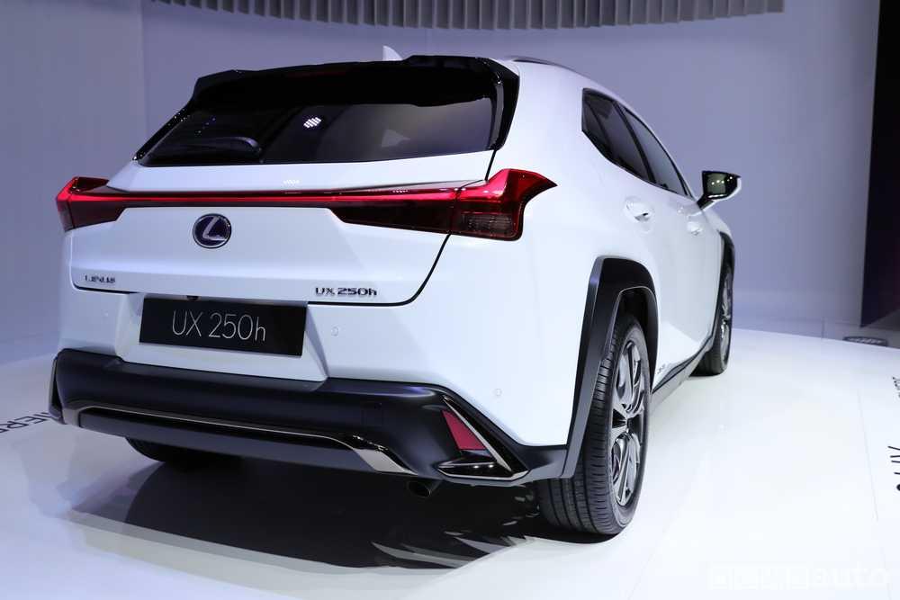 Lexus UX Ginevra 2018