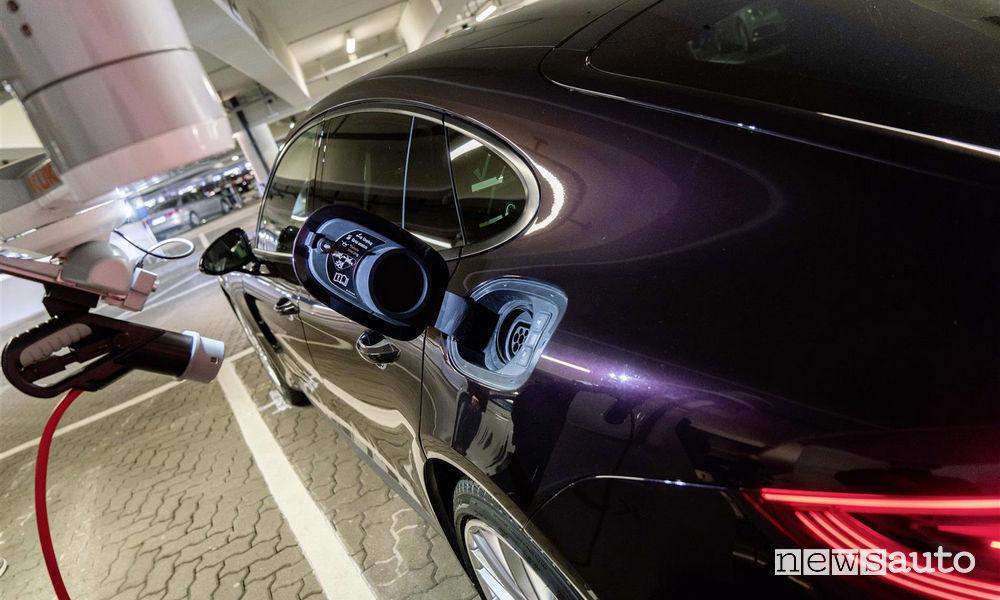 ricarica automatica auto elettriche