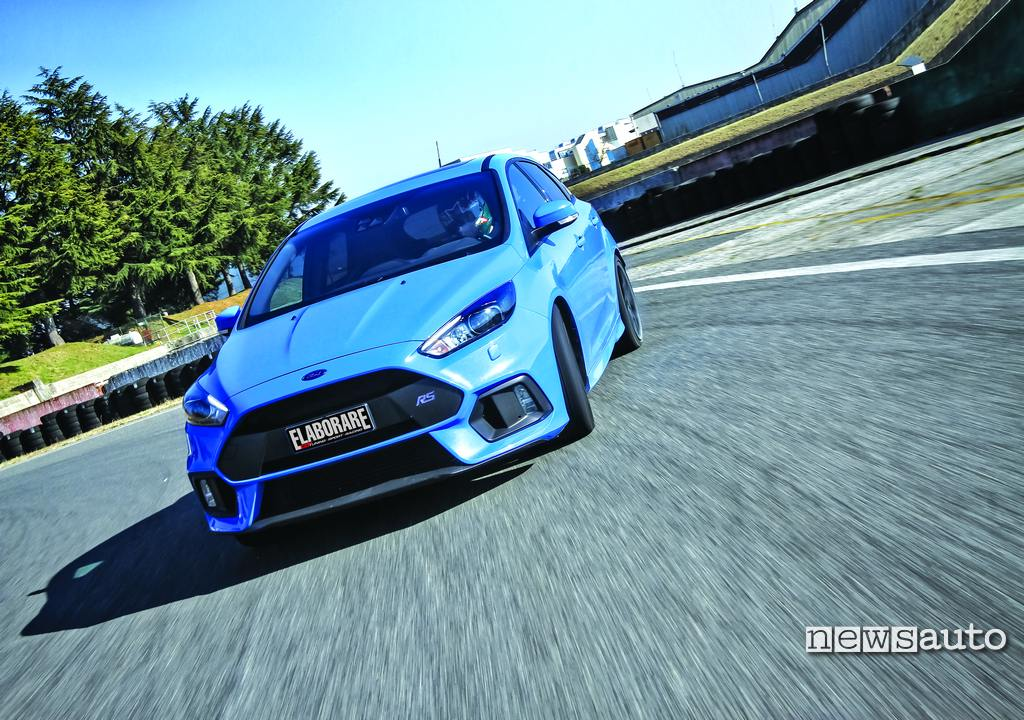 Ford Focus RS 350 CV modalità drift in pista