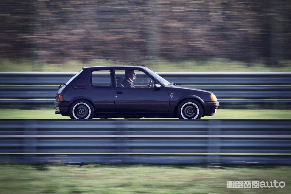 Peugeot 205 Gutmann vista laterale