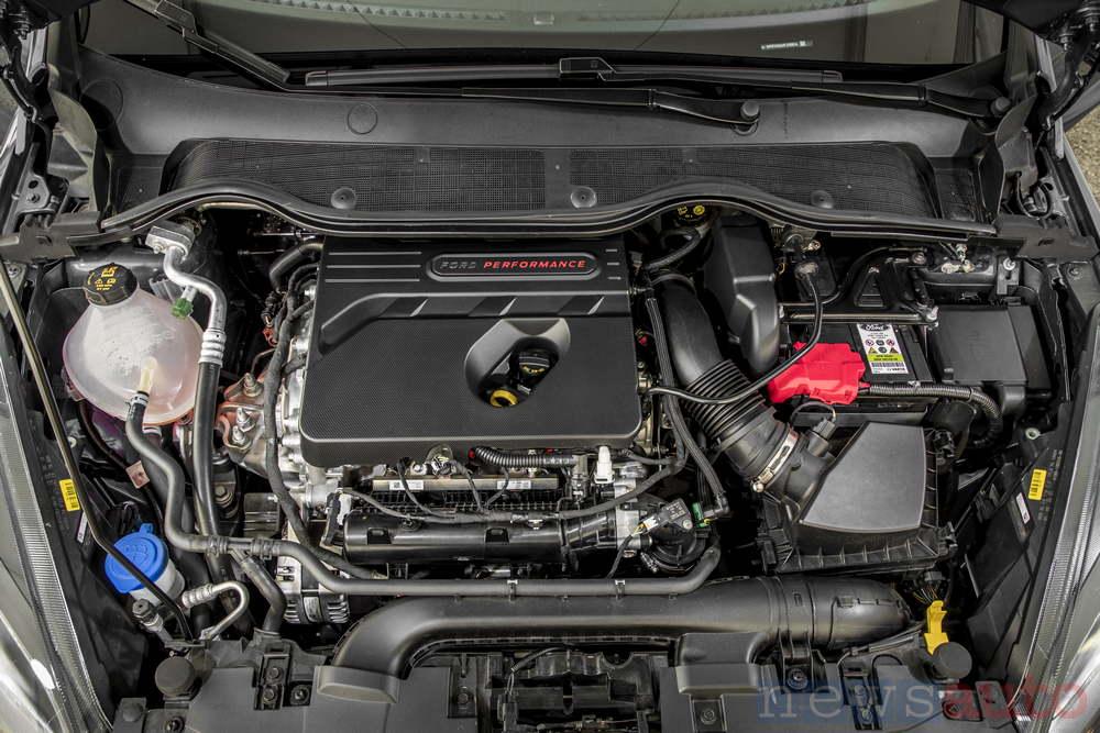 Ford Fiesta ST 2018 vano motore 3 cilindri Ecoboost 15
