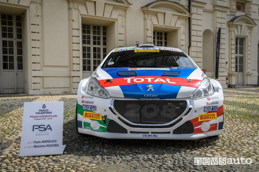 Peugeot 208T16 alla Supercar Night Parade