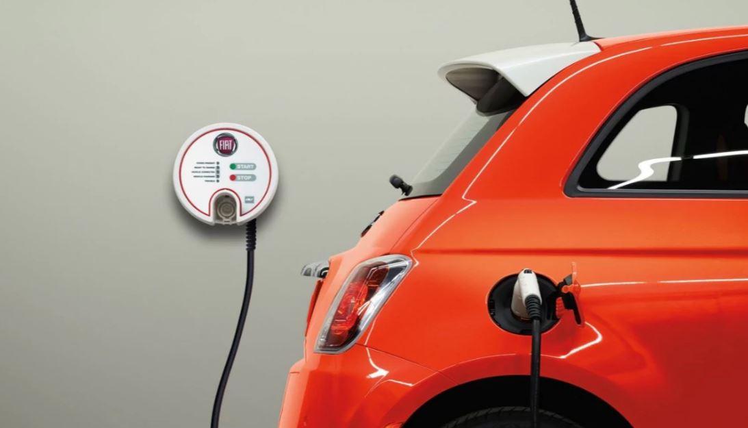 Fiat 500 elettrica presa ricarica wall box FCA punta sull'auto elettrica