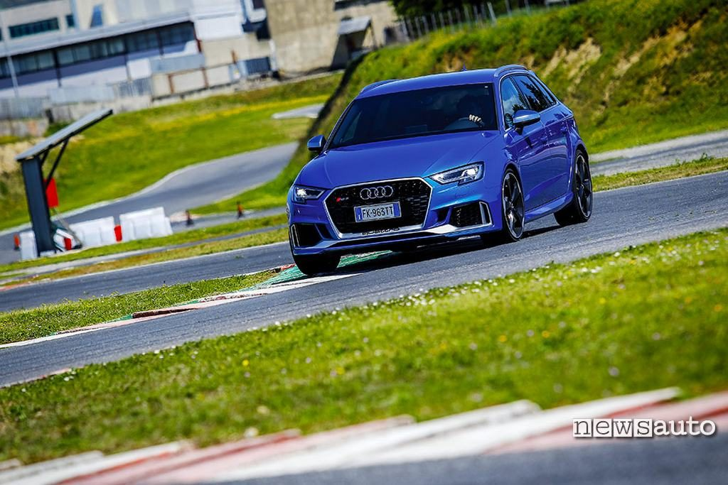 Audi RS3 come va in pista con 400 cavalli