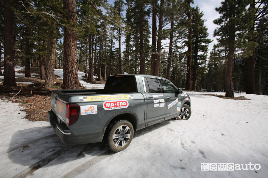 Honda Ridgeline off road a Mammoth Lakes