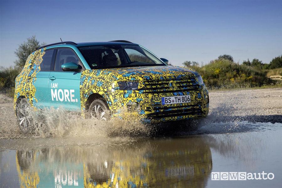 Mini guado Volkswagen T Cross livrea camouflage