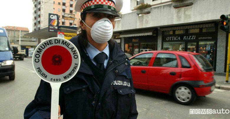 Milano Area B, ecco i divieti in vigore da gennaio 2019 vigile-urbano-smog-milano particolato valori PM10