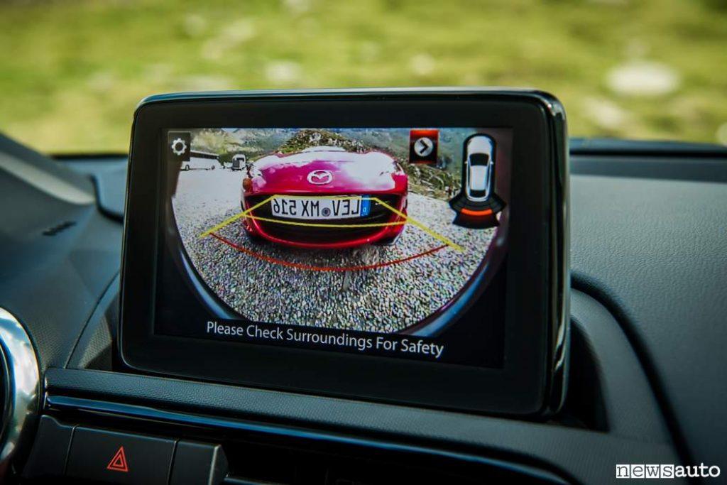 telecamera posteriore vista sul monitor auto