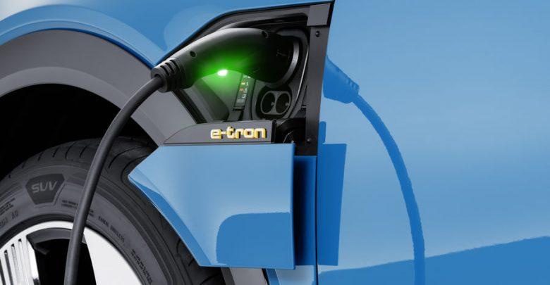 Incentivi auto 2019 Audi e-tron blue