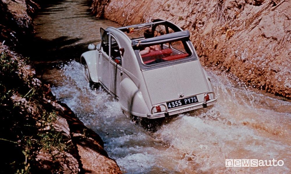 Citroen 2CV 1963, guado