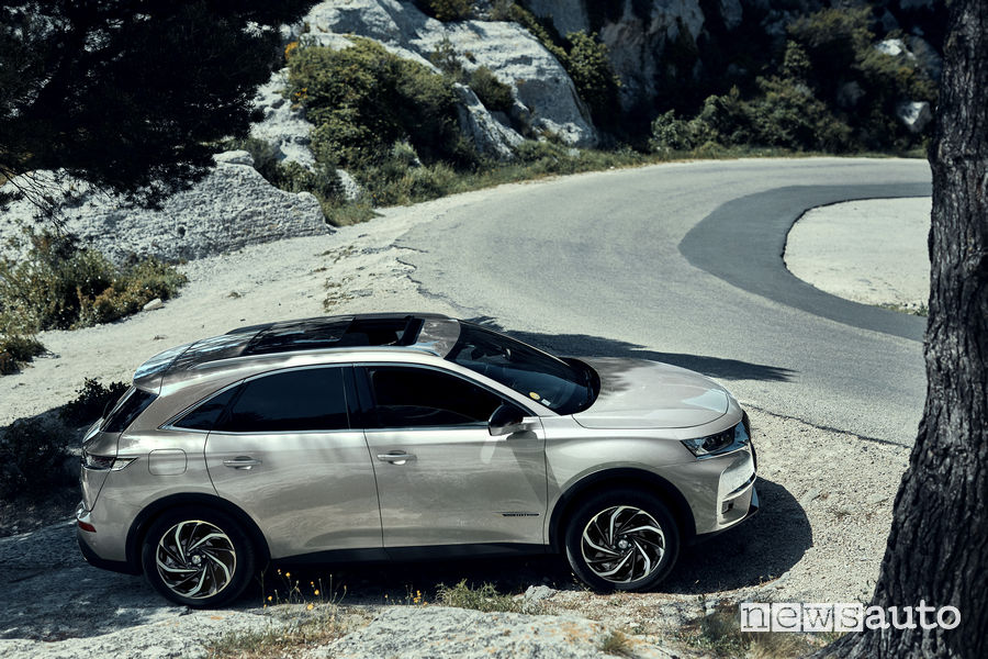DS 7_Crossback E-Tense 4x4, vista laterale
