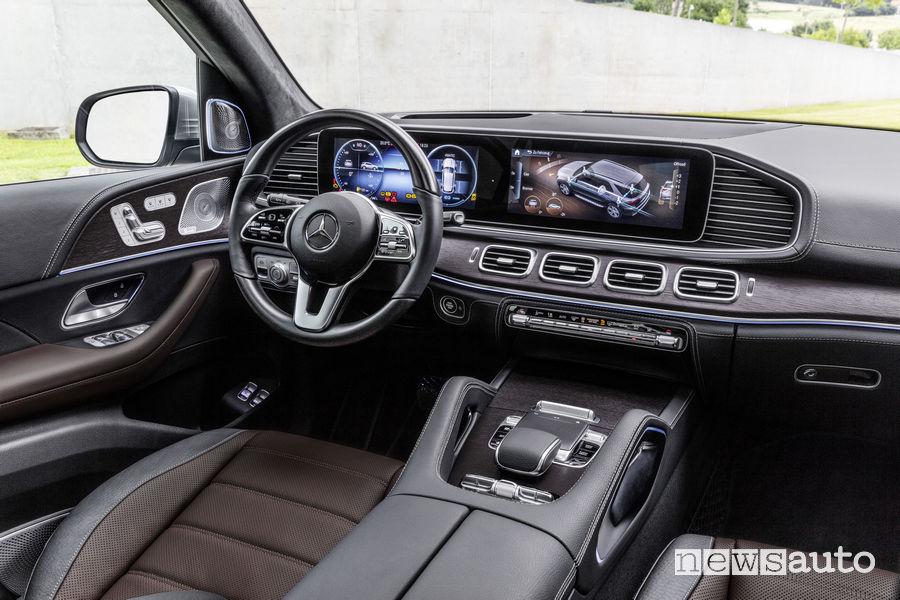 Mercedes-Benz GLE 2019, plancia strumenti