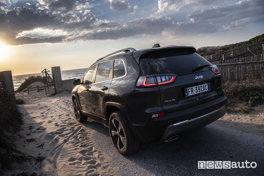 Nuova_Jeep Cherokee Limited 2019, vista posteriore