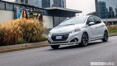 Peugeot_208 Signature, vista di profilo