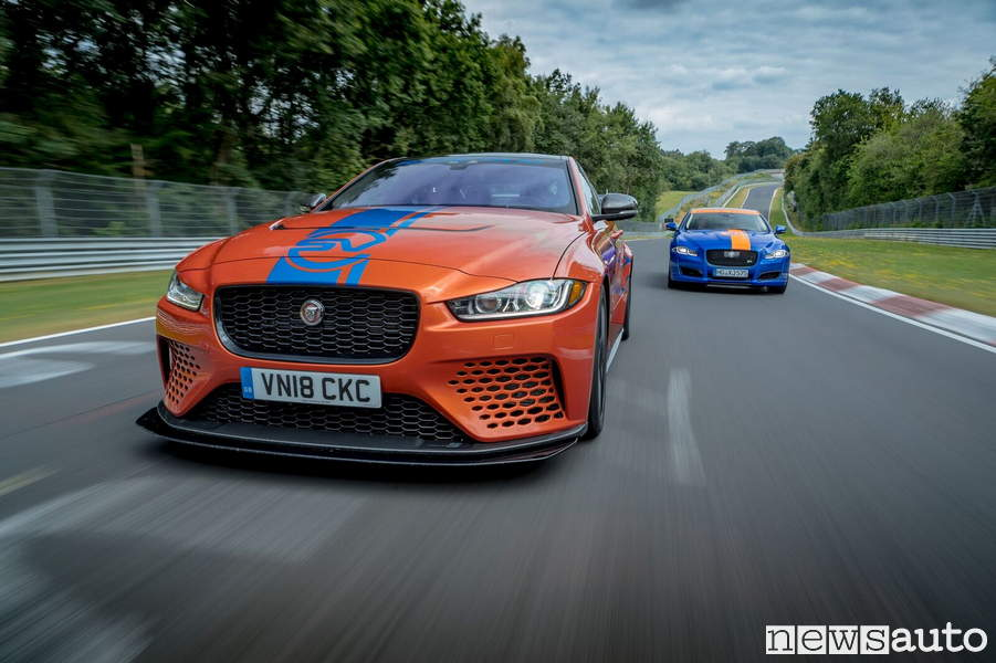 in taxi al n rburgring con la jaguar xe sv project 8 600 cv. Black Bedroom Furniture Sets. Home Design Ideas