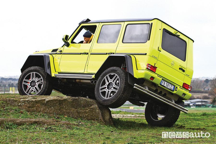 Mercedes G 500 4x4² (al quadrato), off road sulla roccia