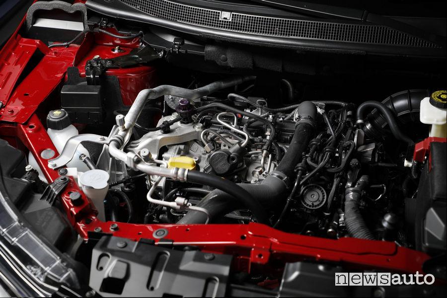 Nissan_Qashqai 2019 rosso, vano motore benzina 1.3l