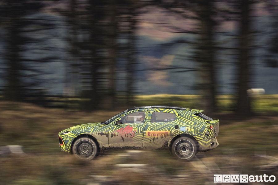 Suv Aston Martin DBX Test Rally di Gran Bretagna