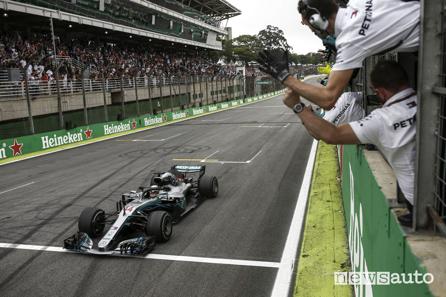 F1: in Brasile le Ferrari volano sul bagnato