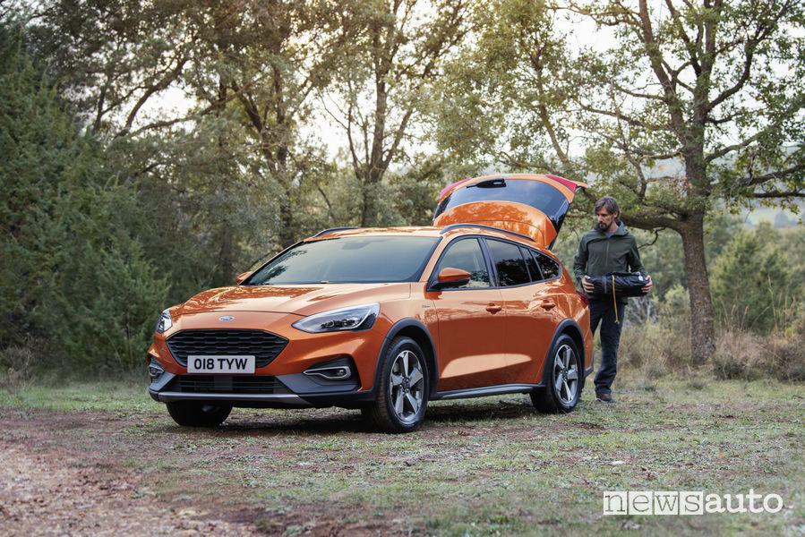 Ford Focus Active Wagon, vista di profilo