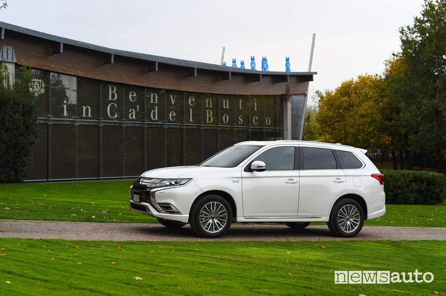 Mitsubishi_Outlander PHEV 2019, vista laterale