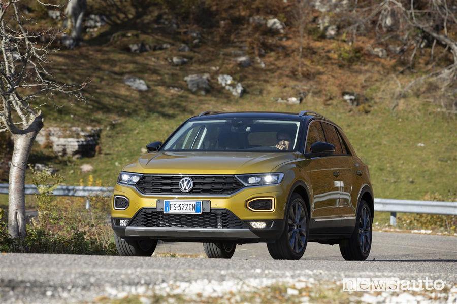 Volkswagen T-Roc TDI giallo oro, vista di profilo