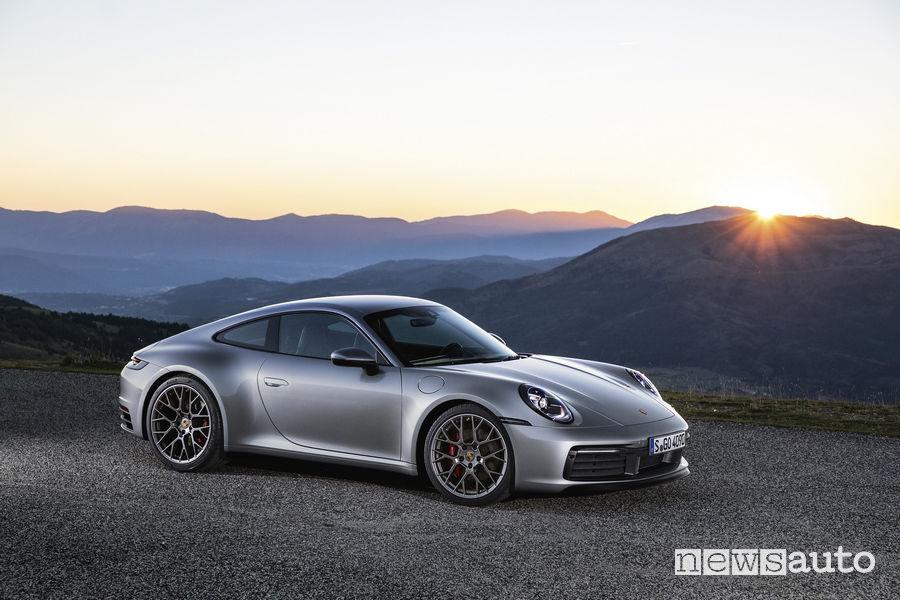 Nuova Porsche 911 2019 Carrera 4S, vista di profilo