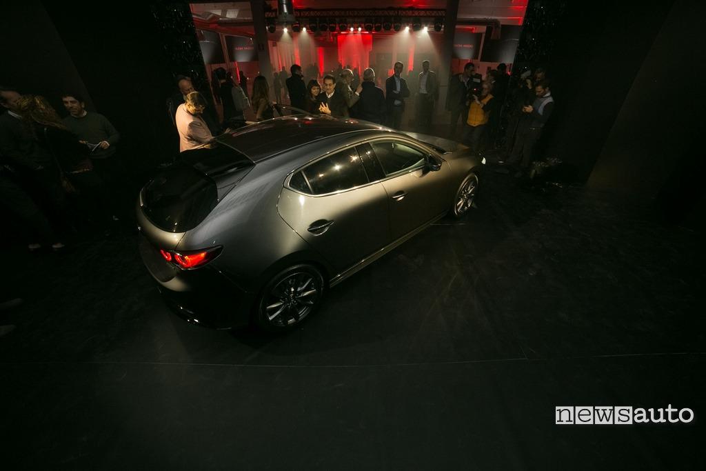 Mazda3 esterni linee Milano presentazione in studio