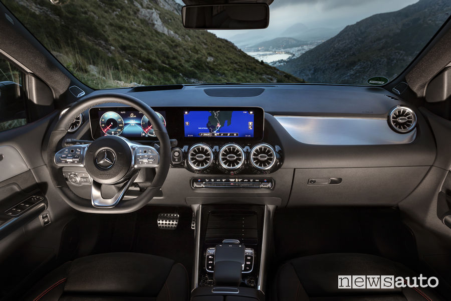 Mercedes-Benz B 2019 200 d AMG Line, plancia strumenti