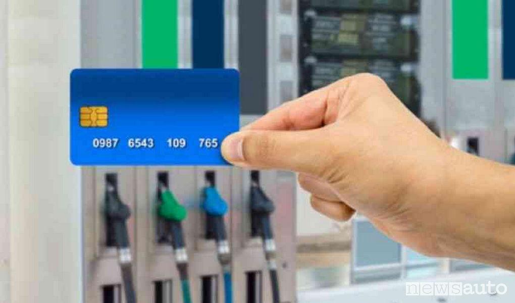 stazione di servizio rifornimento carta carburante 2019