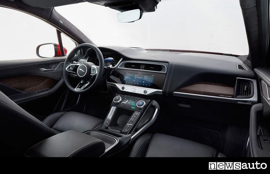 10 auto elettriche più vendute in Italia Jaguar iPace interni